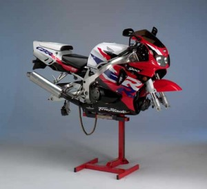 Honda Fireblade with wheels off on Eazyrizer lift