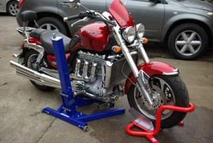 Triumph Rocket 3 on Eazyrizer Big Blue motorcycle lift