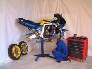 GSXR wheel removal with Big Blue lifts