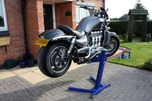 Tyre changes with Big Blue motorcycle lift made easy