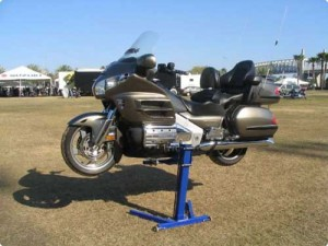 1800 Goldwing on Eazyrizer Lift